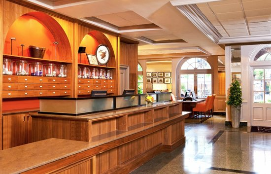 Four Points By Sheraton French Quarter: Front Desk