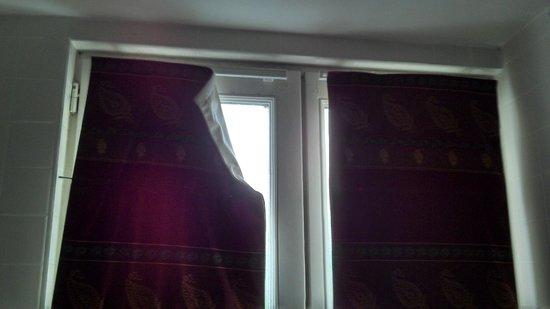 Hotel Residence Quintinie: Broken Blind