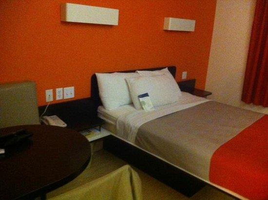 Motel 6 Biloxi Beach: Built-in nightstands provided easy plug access; built in table