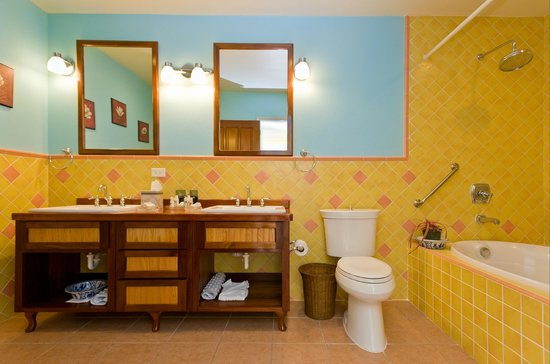 The Villas at Sunset Lane: Premium Suite Quad bathroom