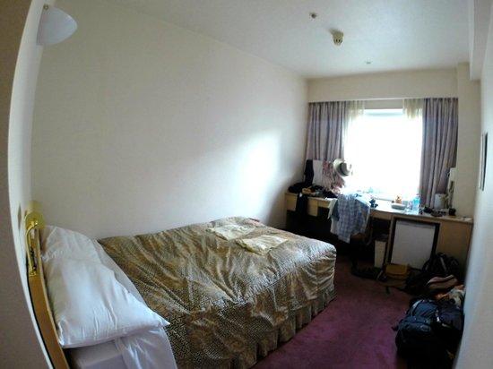Hearton Hotel Shinsaibashi : Our Basic But Great Room