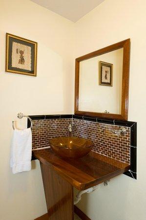 The Villas at Sunset Lane : Small Villa lower level bathroom