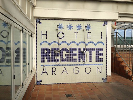 Regente Aragon: showers from the pool