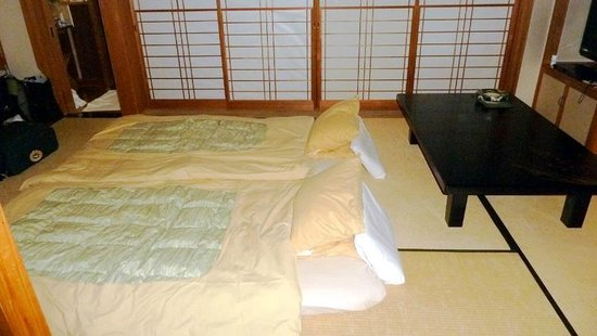 Onsenji Yumedono Ryokan: Tatami beds are laid out at night (10/2013)