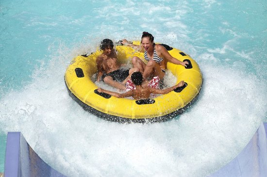 Six Flags Great Escape Lodge & Indoor Waterpark : Family Raft