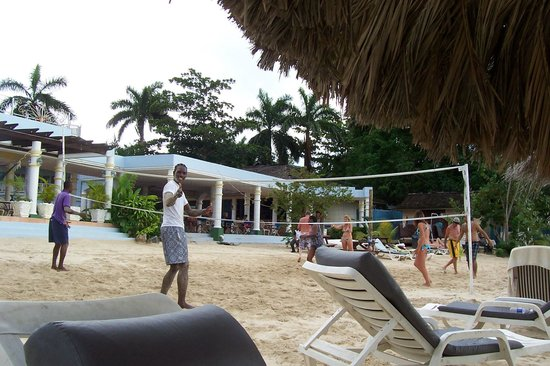 Beachcomber Club: volleyball on the beach