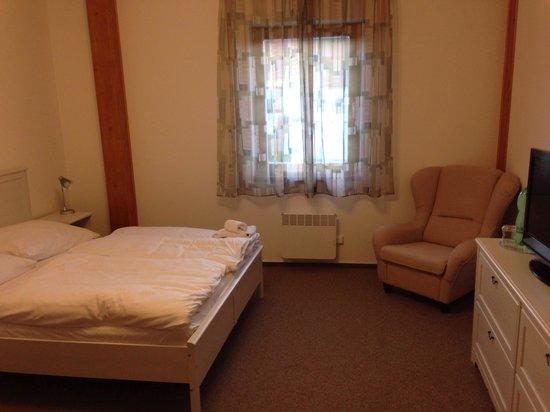 AS Club: Family room