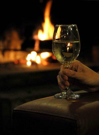 Ayelen Hotel de Montana: Wine and fire