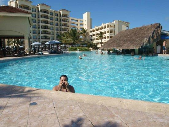 The Royal Caribbean : Gustavo (meu filho) dando um mergulho
