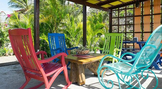 Maracuya Hostel: terrace and comfortable rocking chairs!