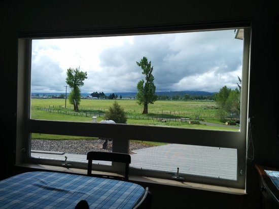 Creekside Country Haven: view from dining table