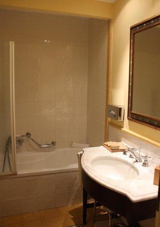 Baglio Oneto Resort and Wines: la salle de bain