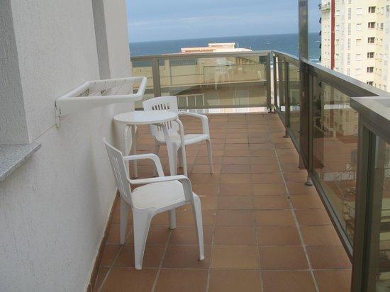 Hotel RH Gijon: Terraza de la habitación