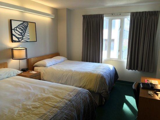 YWCA Hotel Vancouver: Room