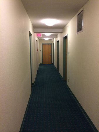 YWCA Hotel Vancouver : Hallway