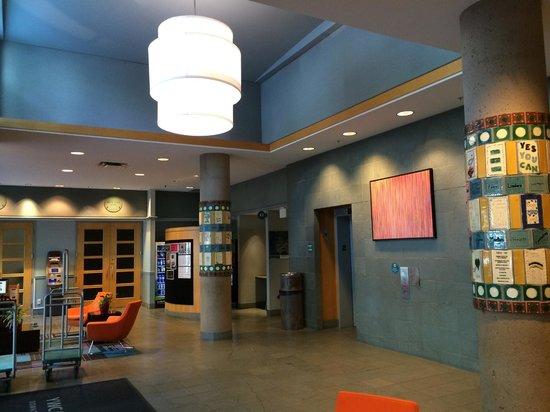 YWCA Hotel Vancouver: Lobby