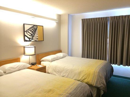 YWCA Hotel Vancouver: Comfortable room