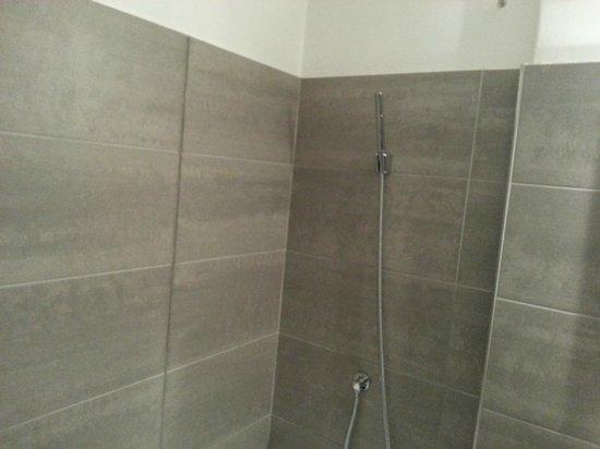 Vasca Da Bagno Scheggiata : Vasca con doccino removibile foto di antares hotel villafranca