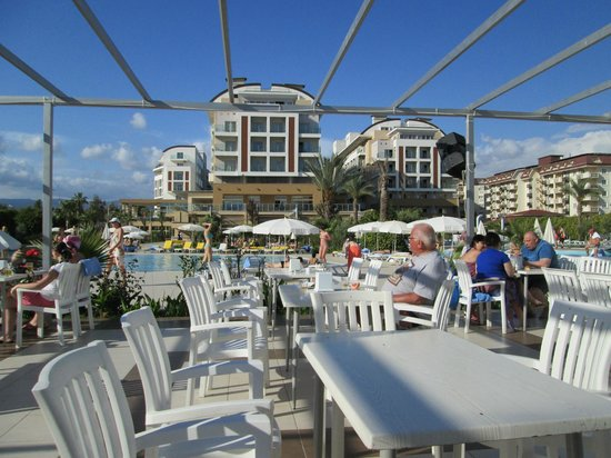 Hedef Resort & Spa Hotel: снек-бар