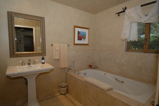 Asuncion Ridge : Bath, Zinfandel Suite