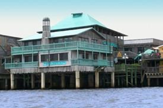 Cedar Key Harbour Master Suites: We are located on the wharf, above the water!