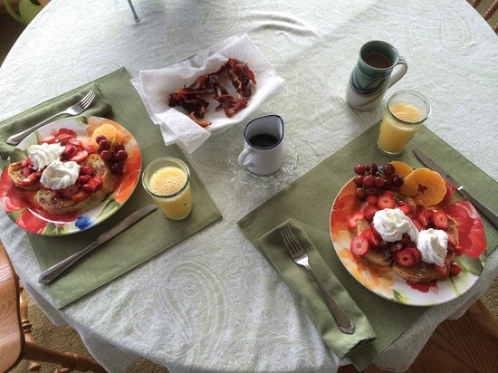 Double Mountain Bed and Breakfast : Breakfast time!!  Best meal ever!!