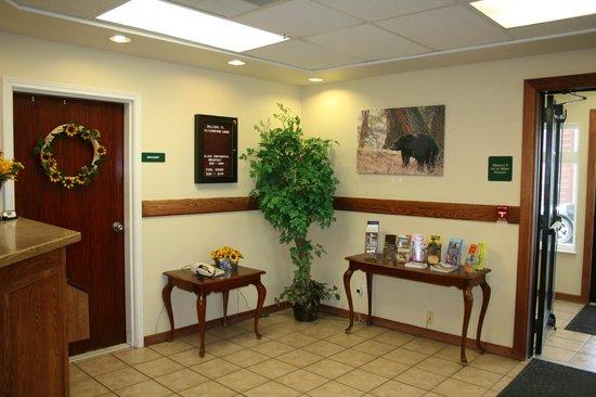 Yellowstone Lodge: Lobby
