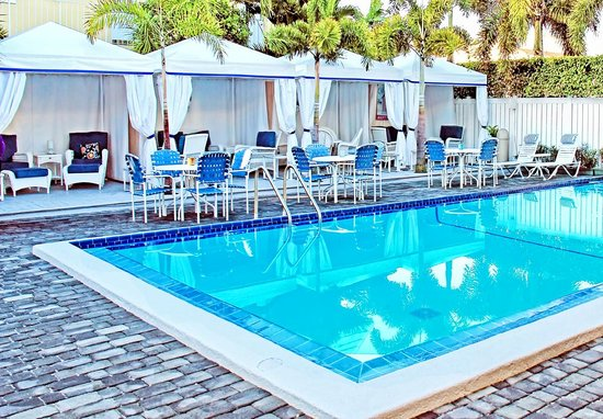 Beachside Village Resort: Poolside Cabanas