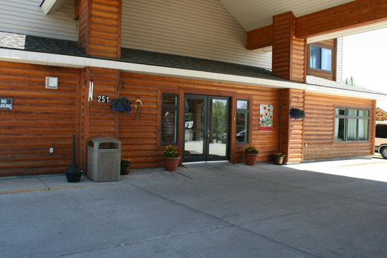 Yellowstone Lodge: Front Entrance