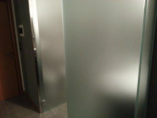 Antares Hotel: vetro del bagno