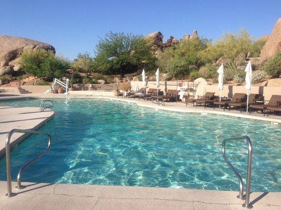 Boulders Resort & Spa, Curio Collection by Hilton: Swim Pool