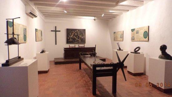 Museo Historico de Cartagena de Indias : Una de las salas, donde están expuestos artefactos de tortura.