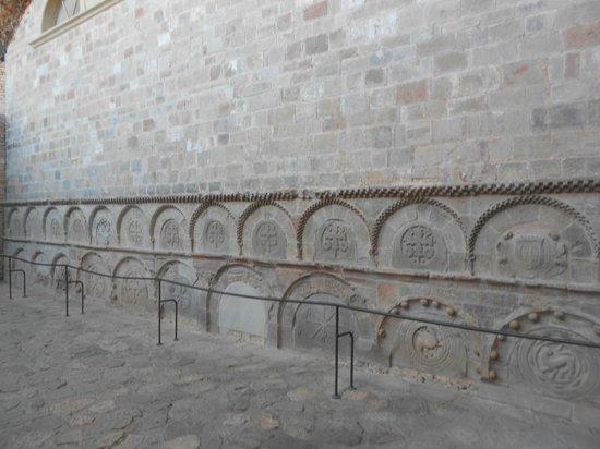 San Juan de la Peña: Panteones