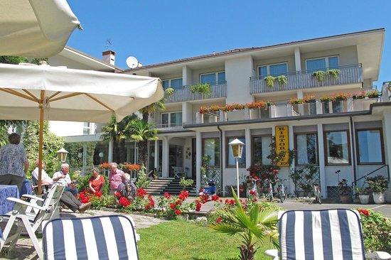 Piccolo Mondo Hotel: Front of hotel