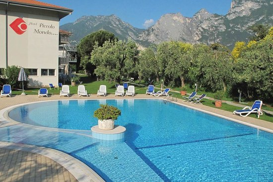 Hotel Piccolo Mondo: Outdoor pool.