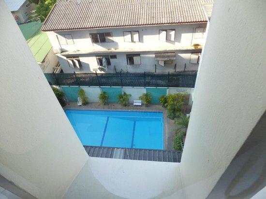 ibis Styles Bangkok Khaosan Viengtai : Blick auf den Pool