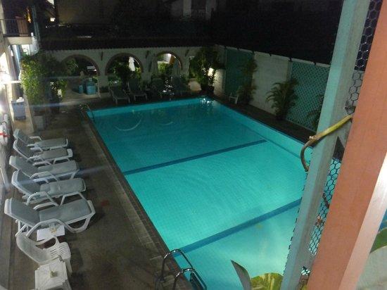 ibis Styles Bangkok Khaosan Viengtai : Pool im 3. Stock