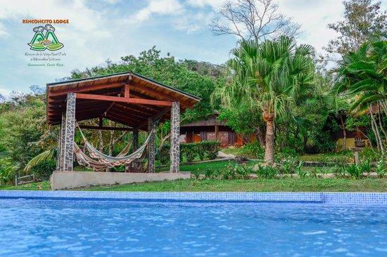 Rinconcito Lodge: Around the Pool!