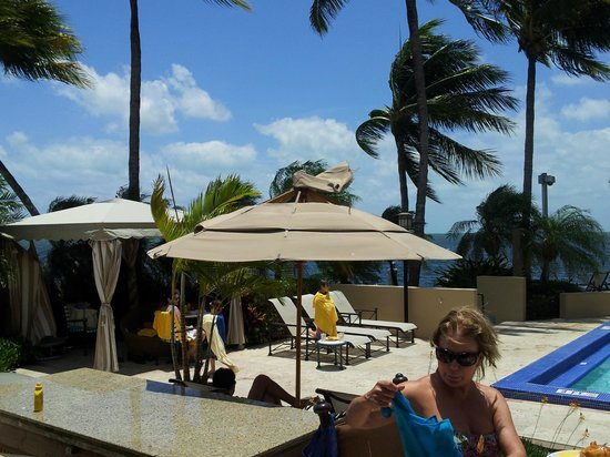 Palmeiras Beach Club at Grove Isle: grove isle club - another broken item