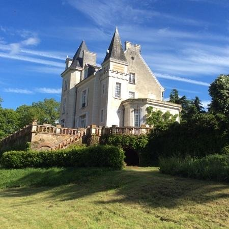 Chateau de la Villaine : We had the room in the corner with the terrace.