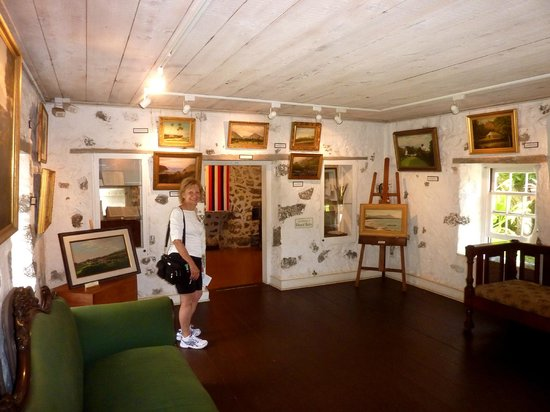 Hale Hoʻikeʻike at the Bailey House: one of the family rooms