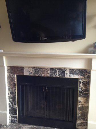 Best Western Plus Victorian Inn: TV/Fireplace