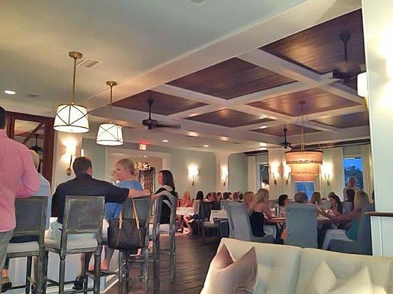 Fisher's at Orange Beach Marina: One side of the dining room at Fisher's