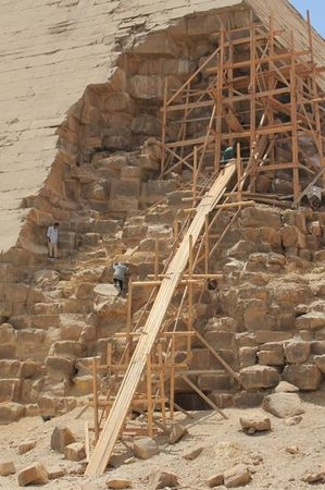 Dahshur : restoration work