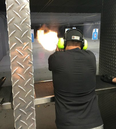 Battlefield Vegas: Firing the Smith & Wesson 500