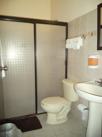 Luna Nueva Hostel: Baño