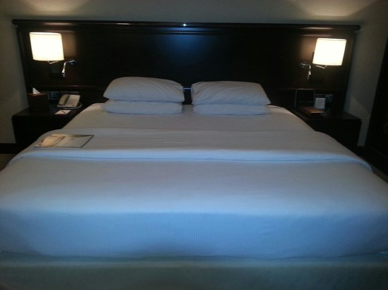 Ramada Jumeirah: King bed