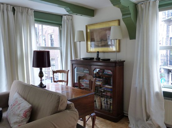 Bed and Breakfast Gallery: Living Room
