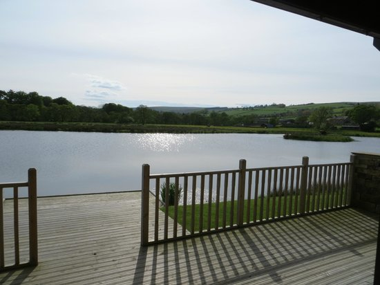 Redewater Lakeside Lodges: View over lake