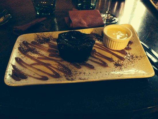 Le Chaudron : Moelleux au chocolat. Photo sombre